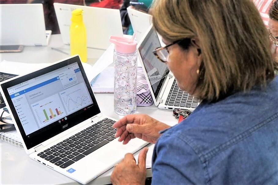 Professores da rede participam de formação online nesta quarta-feira