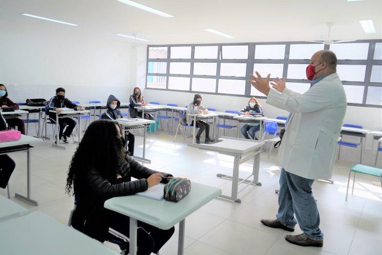 15 de outubro: reconhecimento a todos os professores da rede de ensino de Barueri